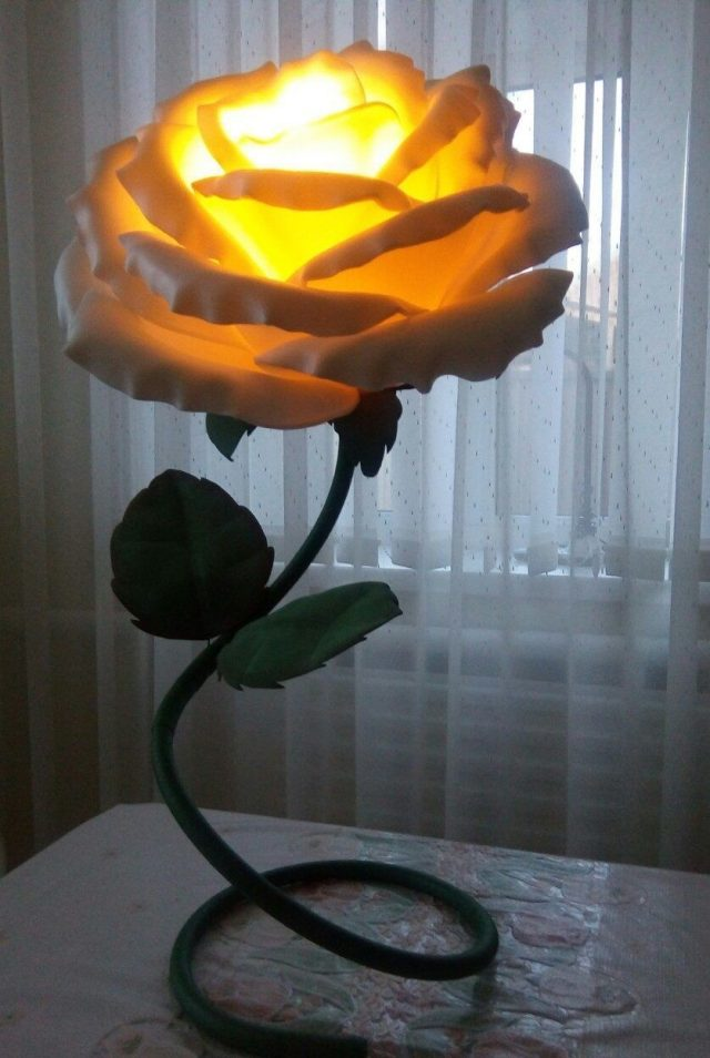 Ночник-роза из изолона