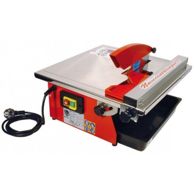 Портативный электрический плиткорез с нижним расположением двигателя. Охлаждение диска происходит путём погружения его в воду
