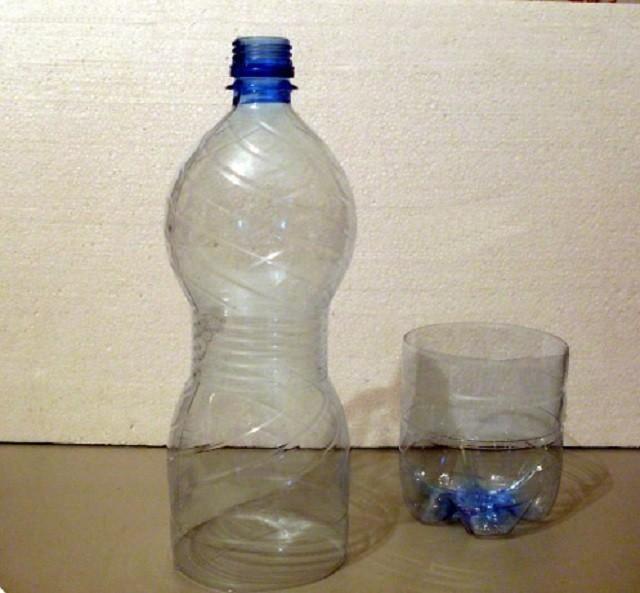Разрезанная пластиковая бутылка
