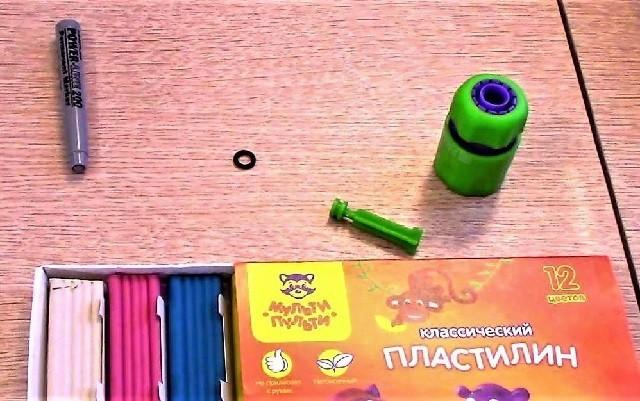 Разобранный маркер и клапан из соединителя