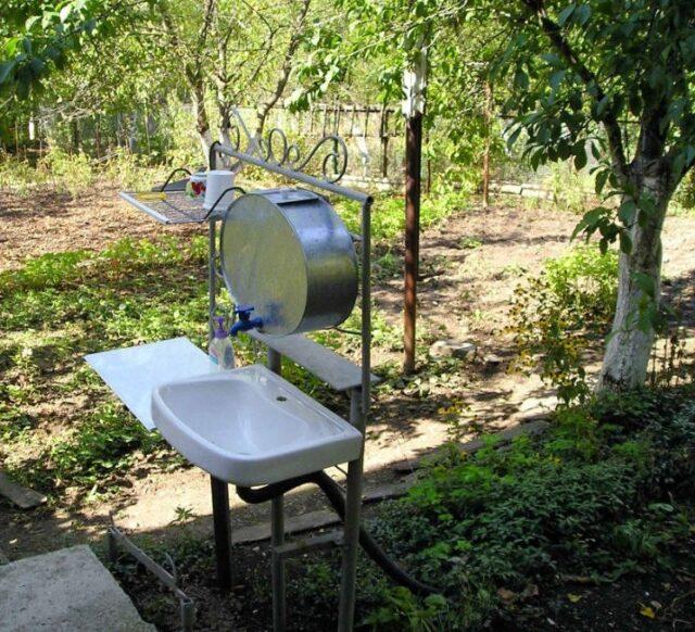 Умывальник для дачи с отводным каналом для слива