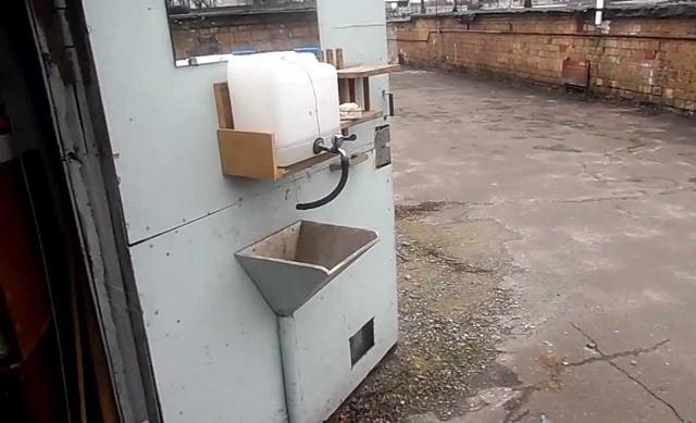 Умывальник из канистры - отличный вариант для гаража