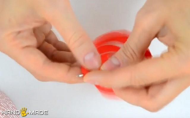 Бумажная спираль накручивается на ручку