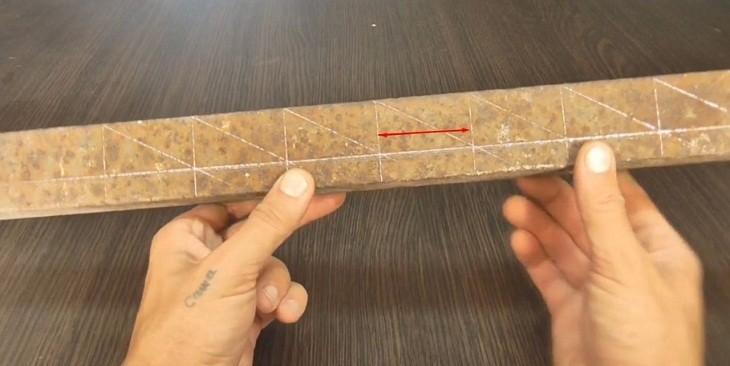 Середина уголка размечена по 5 см